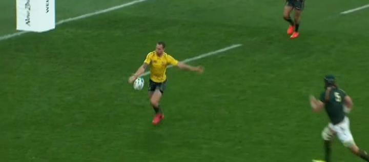 Quade Cooper Kicking