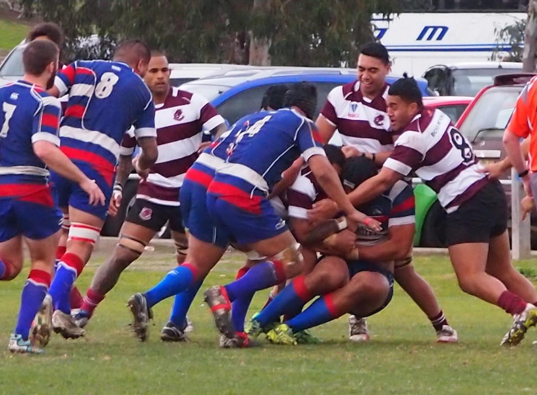 Footscray's forwards putting pressure - photo @22metri
