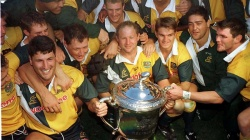 522382-wallaby-dan-crowley-amid-the-victorious-1998-bledisloe-cup-winners