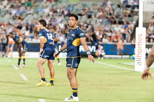 Christian Lealiifano passes the word out along the line about field placement.