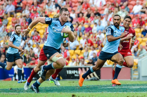 Jed Holloway makes a break leading to Isarael Folau's first try