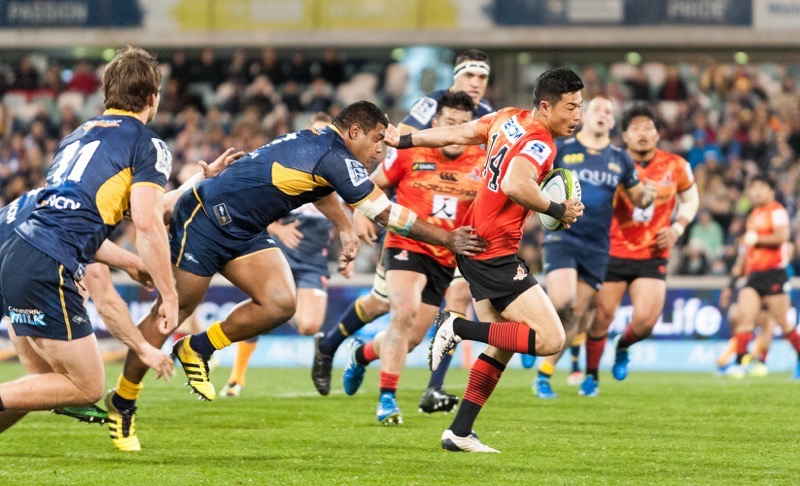 Sunwolves winger, Akihito Yamada breaks through the Brumbies' defence.