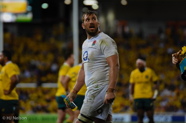 Chris Robshaw has an anxious look at the scoreboard