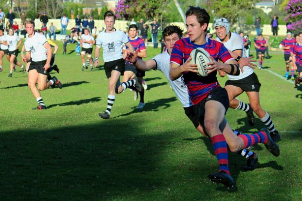 Matt McTaggart on the way to a try