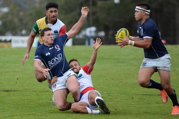 Tom Banks offloads to Duncan Paia'aua
