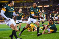 Juan de Jongh looks to put Bryan Habana away