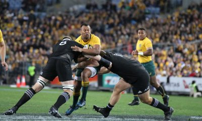 Kurtley Beale gets sandwiched.
