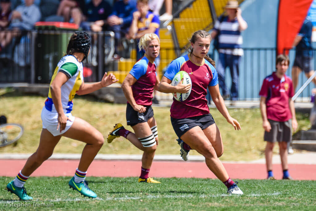 Lily Dick of University of Queensland makes a break
