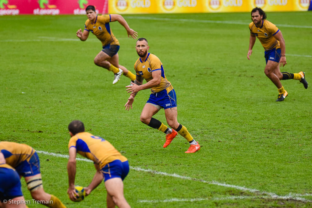Nick Frisby passes to Quade Cooper