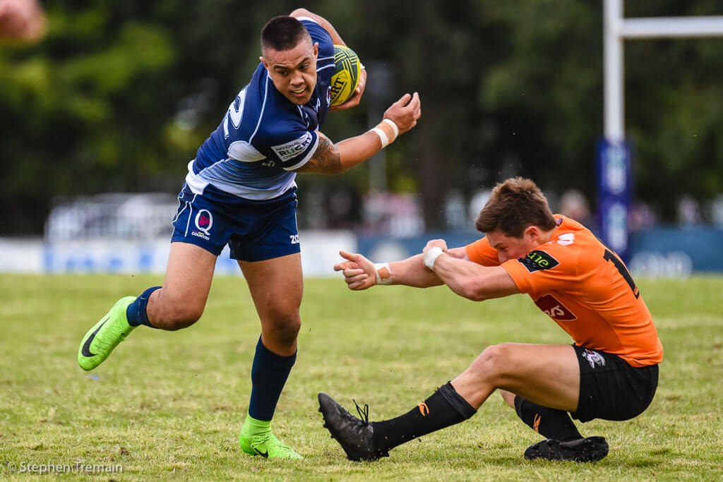 Duncan Paia'aua evades the tackle of Alex Newsome