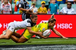 Sydney 7s Australian Women Emma Tonegato scores