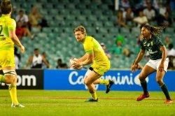 Australian Men Sydney 7s Lewis Holland passes