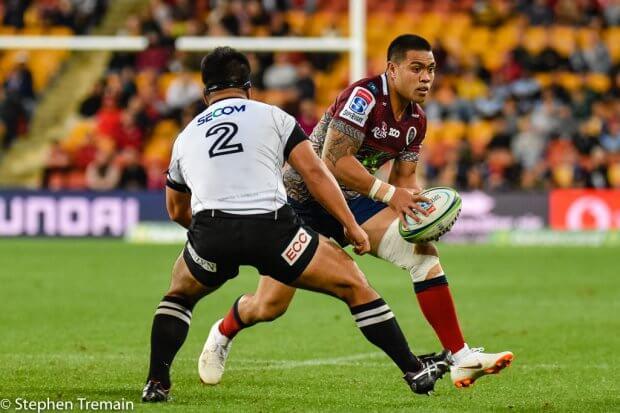 Duncan Paia'aua lokks for a gap