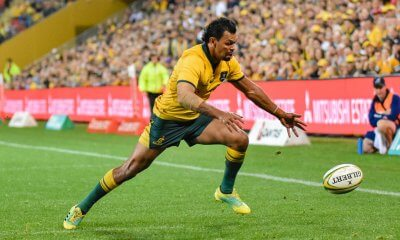 Kurtley Beale  chases a loose pass