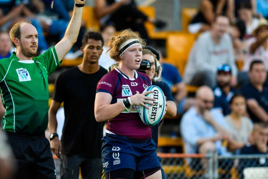 Averyl Mitchell throws in the lineout Super W 2019 QLD v NSW (photo credit Keith McInnes)