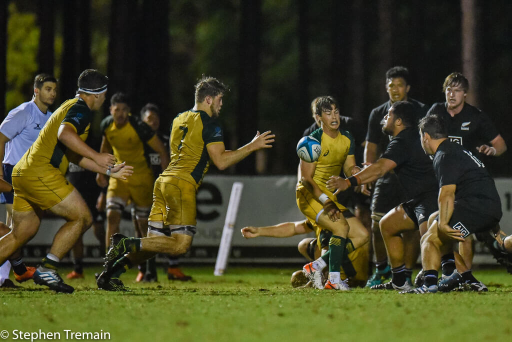 Fraser McReight scores a try