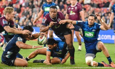 Samu Kerevi fights for a loose ball