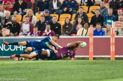 Taniela Tupou dives for the corner