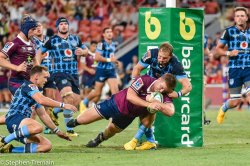 Harry Hoopert scores a try