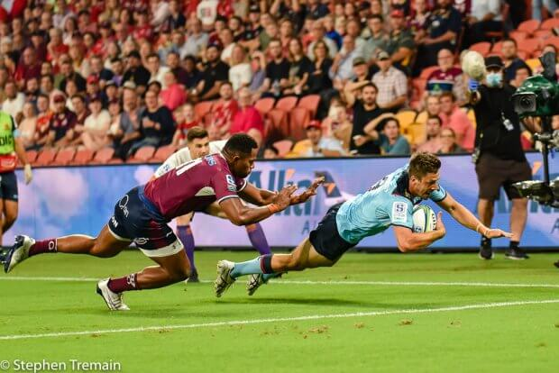 Jake Gordon scores the opening try of the game