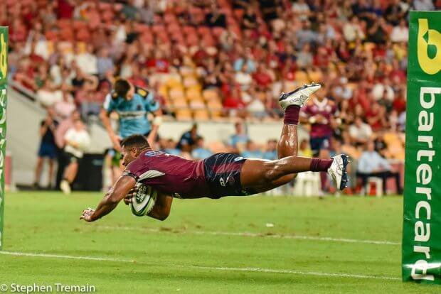 Filipo Daugunu scores a try